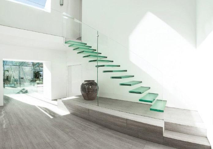 ガラスの浮き階段