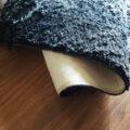 木製パネルとカーペット